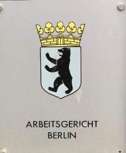 Arbeitsgericht Berlin - Eingangsschild - Magdeburger Platz 1